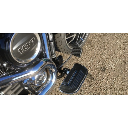 Softail M8  floorboards